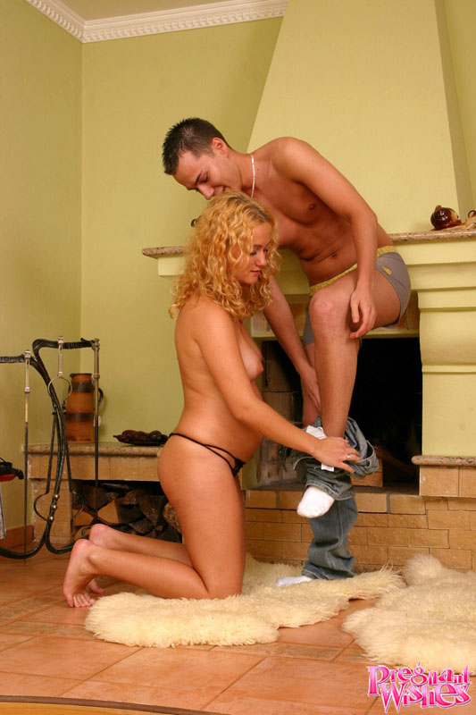 Pregnant Fuck And Suck - Pregnant blonde gets on her knees to suck d - XXX Dessert ...
