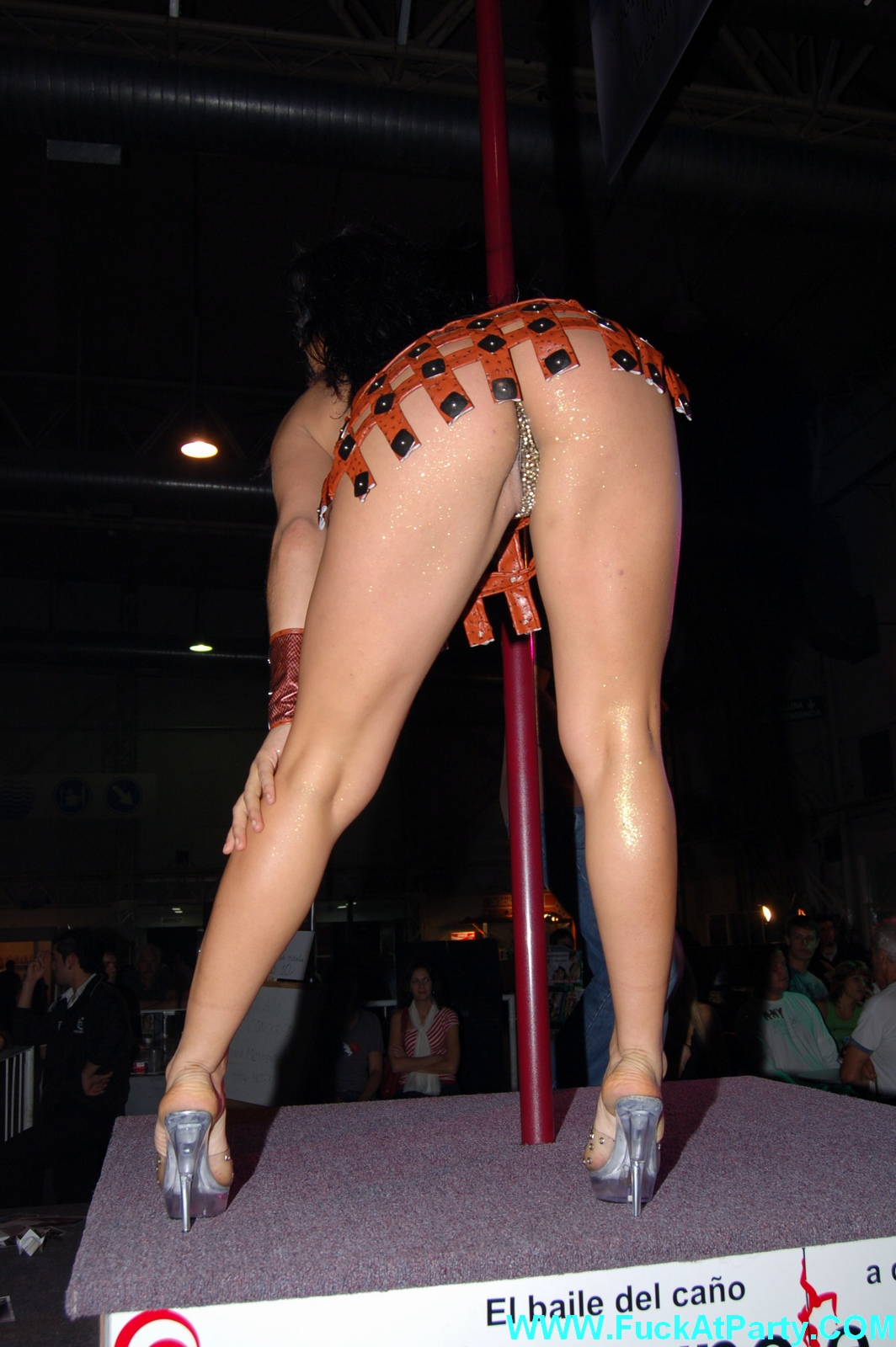 Asian pole dancing - Nude Images
