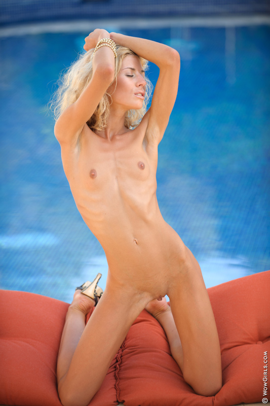 Shaved blonde girl posing naked