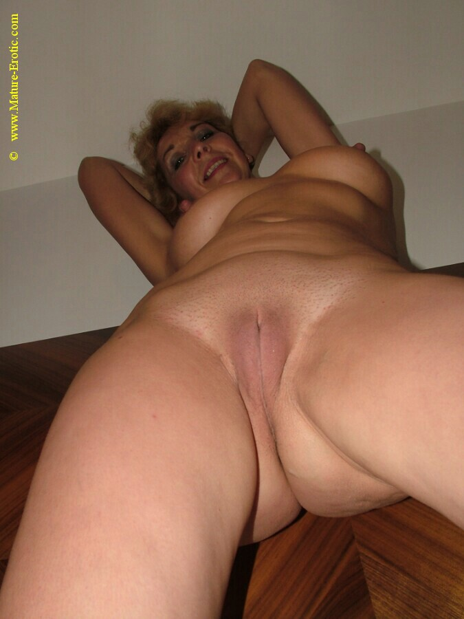 Mature Shows Hairy Beaver