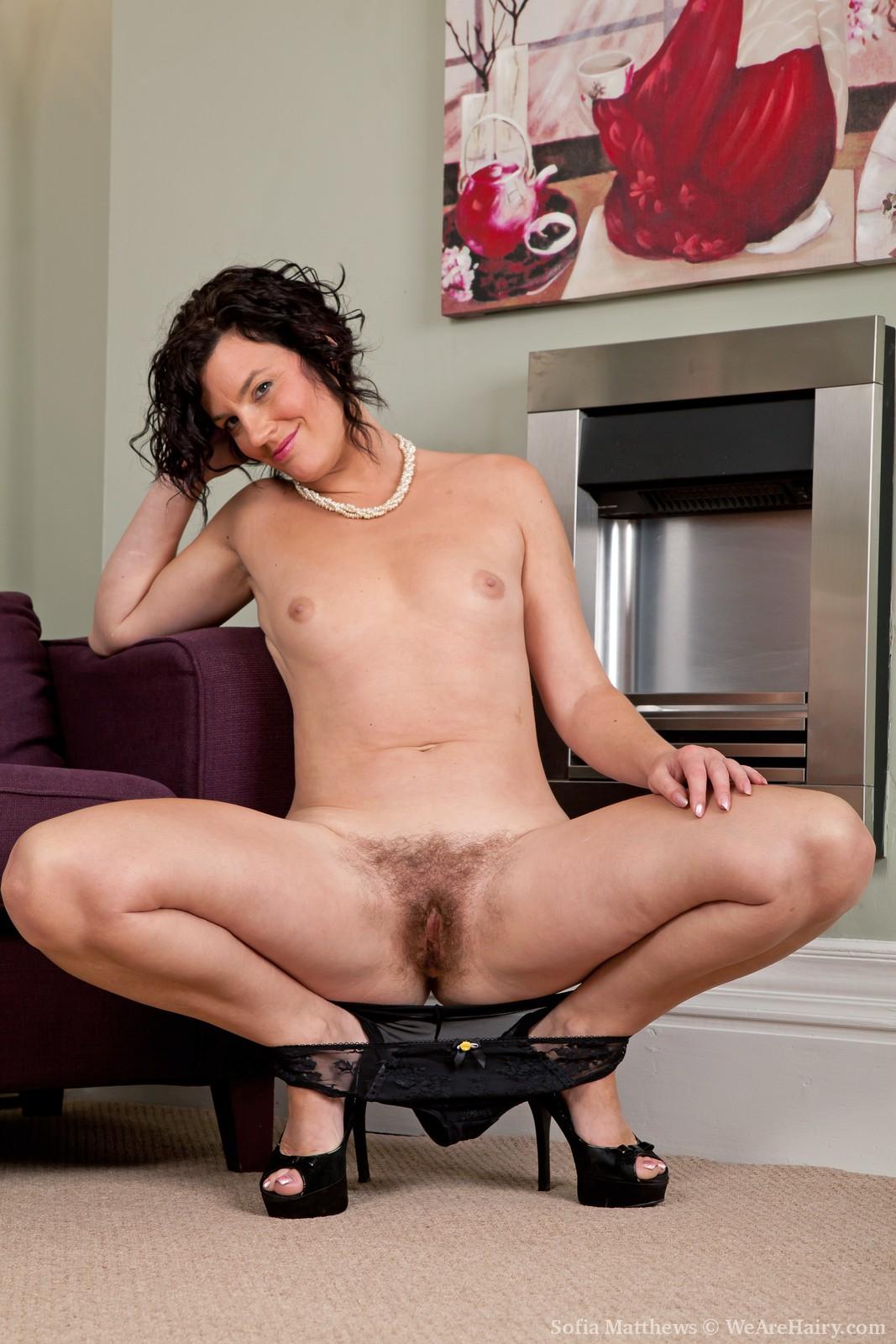 moms full spread nude