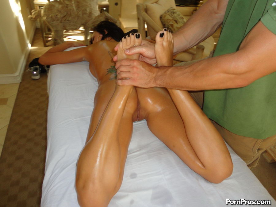 Порно массаж ножек, порно онлайн парень мастурбирует