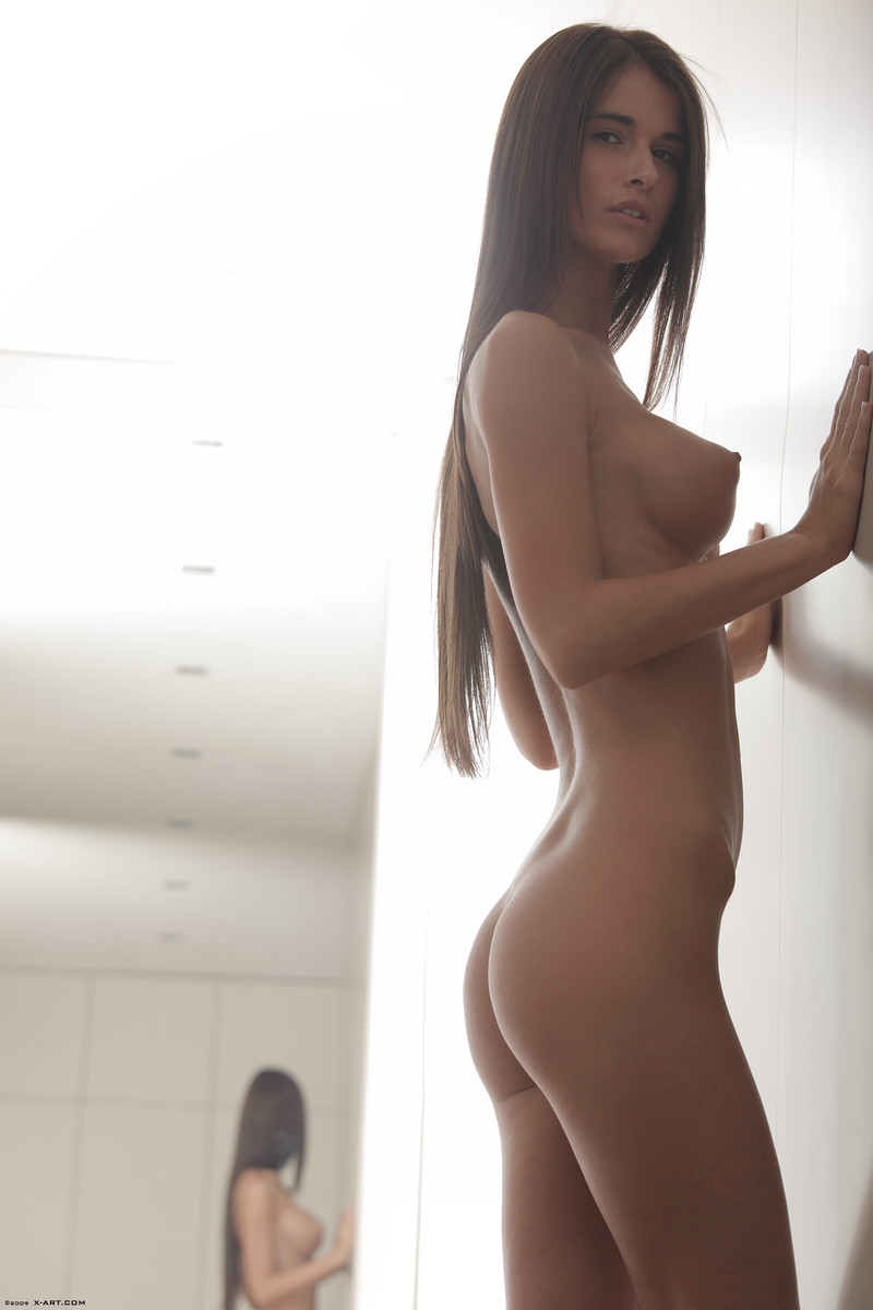 Beautiful face erotic brunette seductively  - XXX Dessert - Picture 14