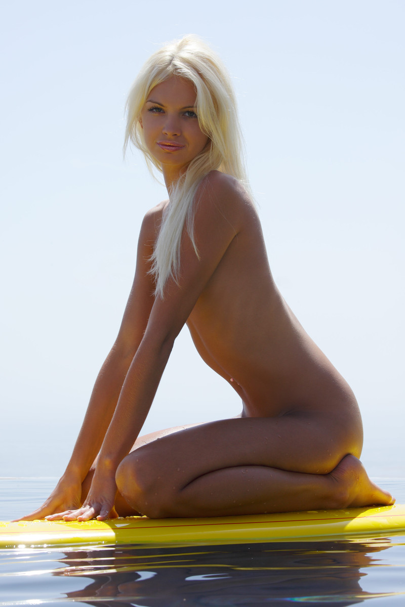 blonde-surfer-girl-nude-pussy-dutch-hot-nude