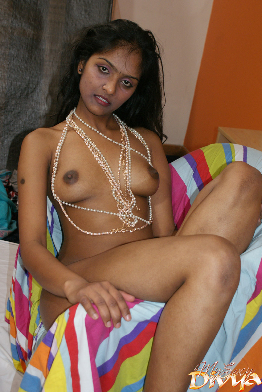 Perfect Boobs Indian Bimbo In Beads Posing - Xxx Dessert - Picture 11-3029