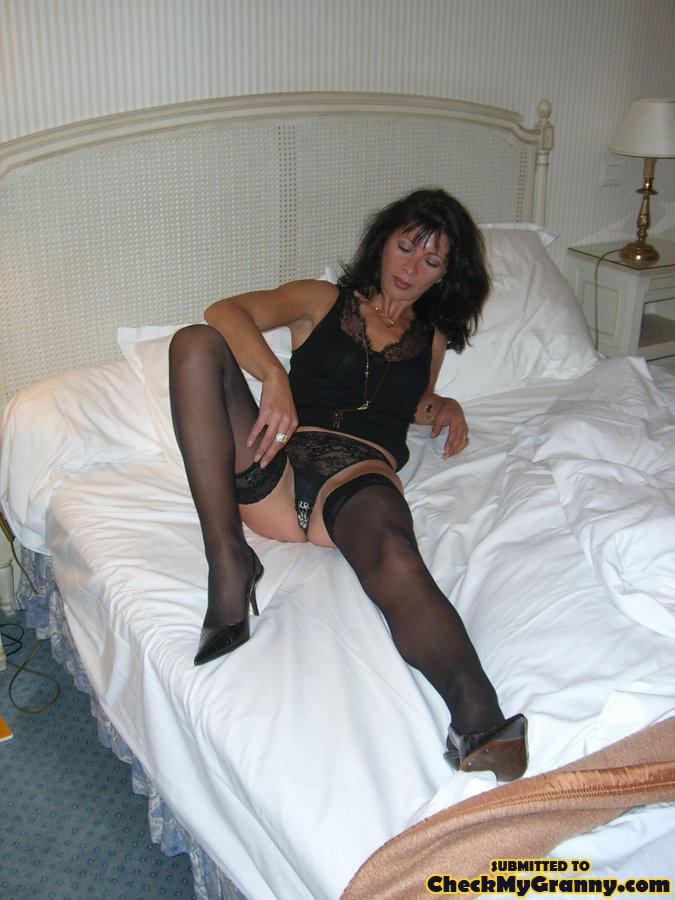 Dark Haired Mature Babe In Sexy Lingerie An - Xxx Dessert -4025