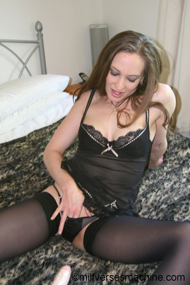 Gorgeous milf brunette in sexy body and sto - XXX Dessert - Picture 9