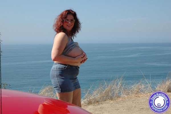 Busty redhead flashes her tits to the ocean - XXX Dessert - Picture 10
