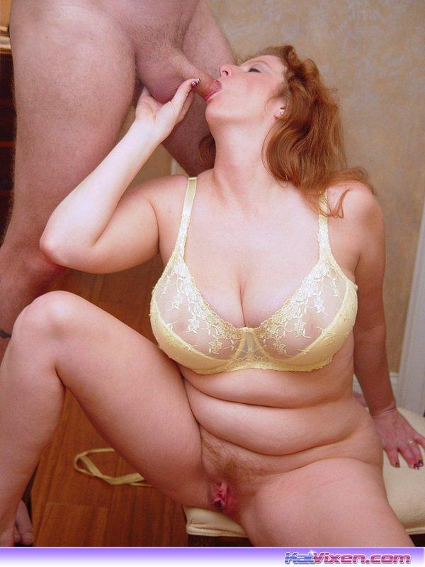 Mature lesbians seduce young girls