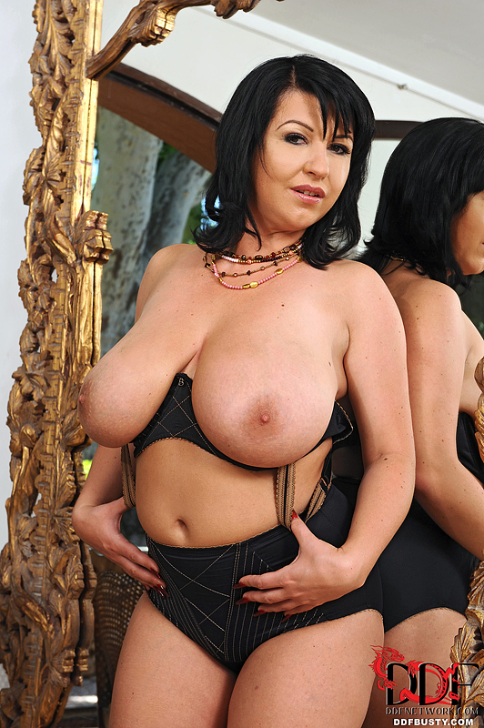 Freeones busty amature stopped