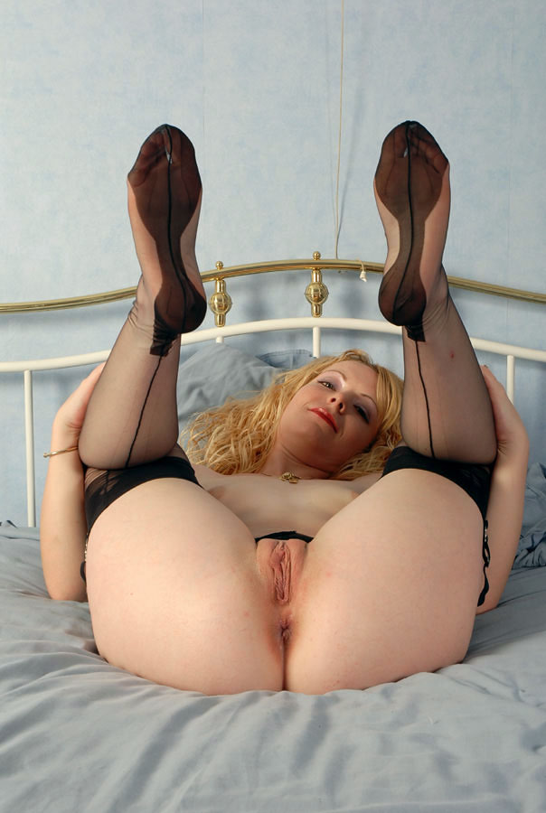 sexy-milf-legs-up-sex-mom-hot-nude