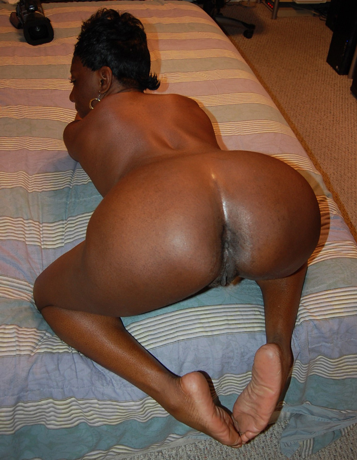 Hot Ebony Momma Spreads Open Her Nude Pussy - Golden Bbw -8878