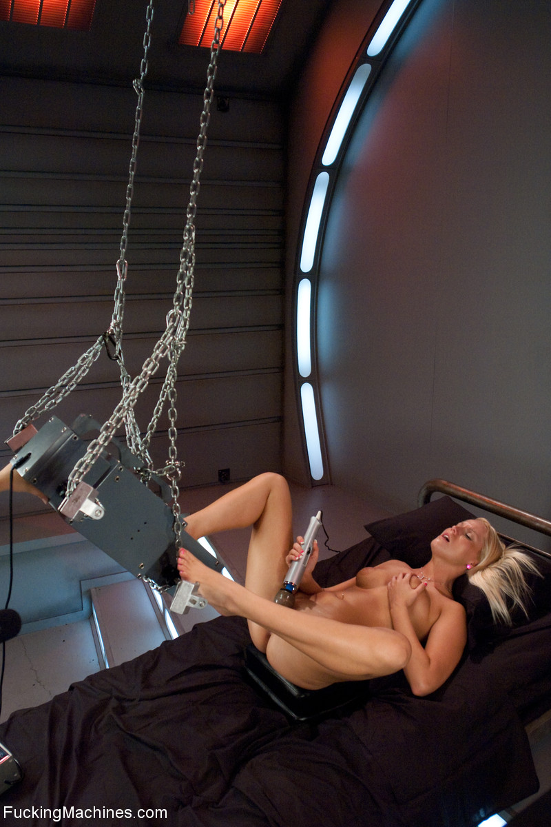Blonde mom enjoys hard drilling with a he f - XXX Dessert - Picture 3