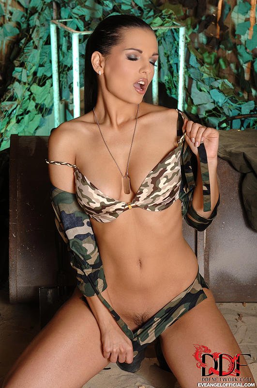 Smiling Girl In Sexy Army Bikini And Shovel - Xxx Dessert -3979