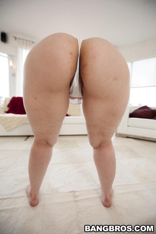 Latina milf booty in pattern leggings 3