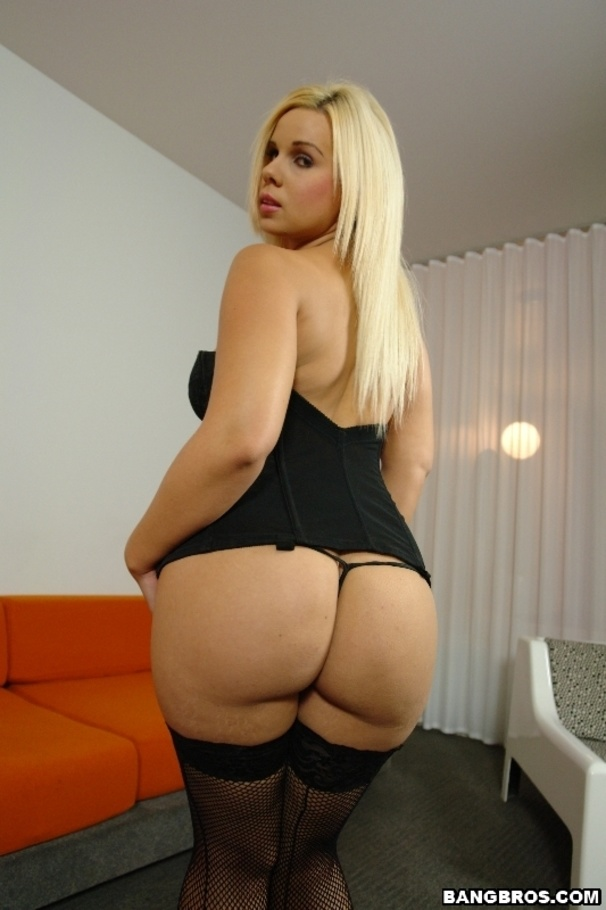 Big round ass white