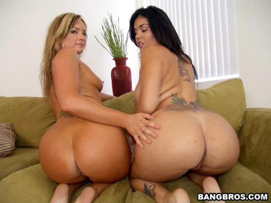 Pinky June Lesbian Threesome