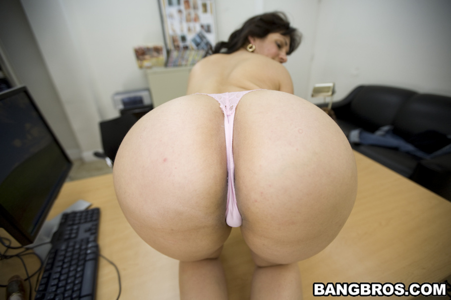 Amateur latina with natural big tits visits pawn shop for cash money xp1567 2