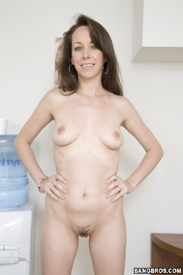 First time amateur brunette makes a solo tape for her bf