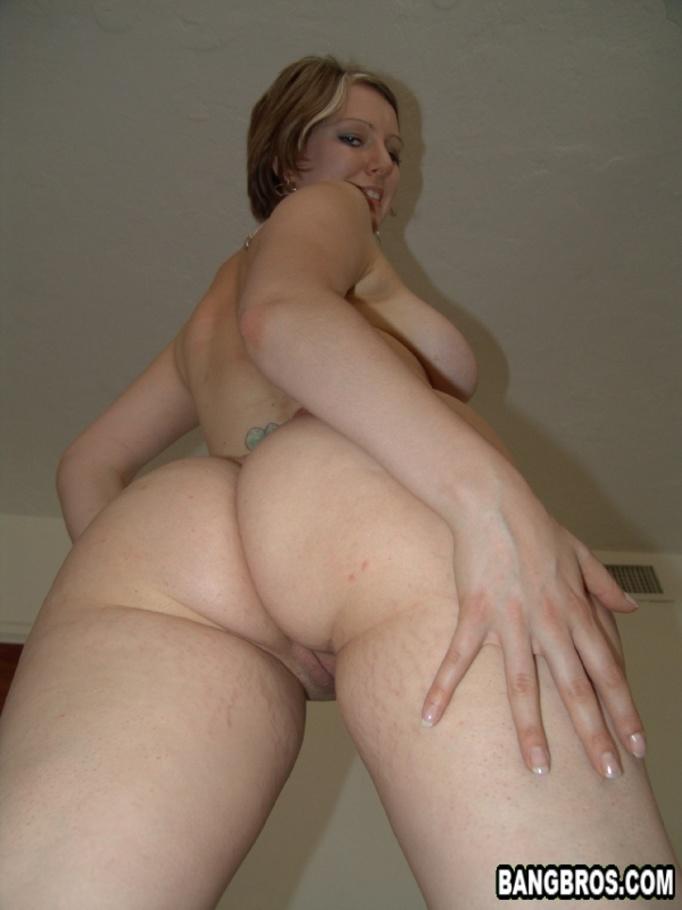 Big girl sucking dick