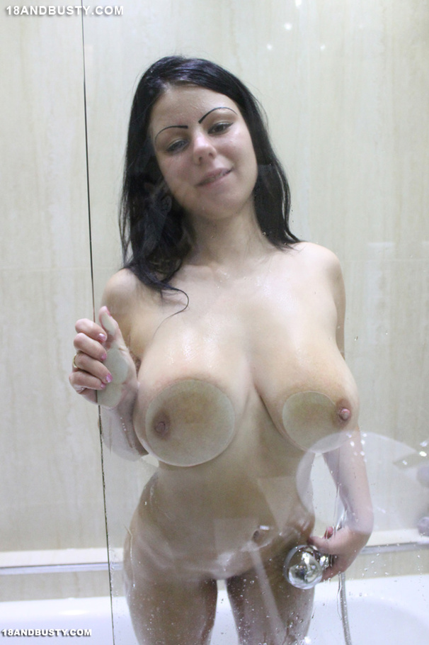 Hot Dreamy Chick In Bathroom Washes Her Coo - Xxx Dessert -8176