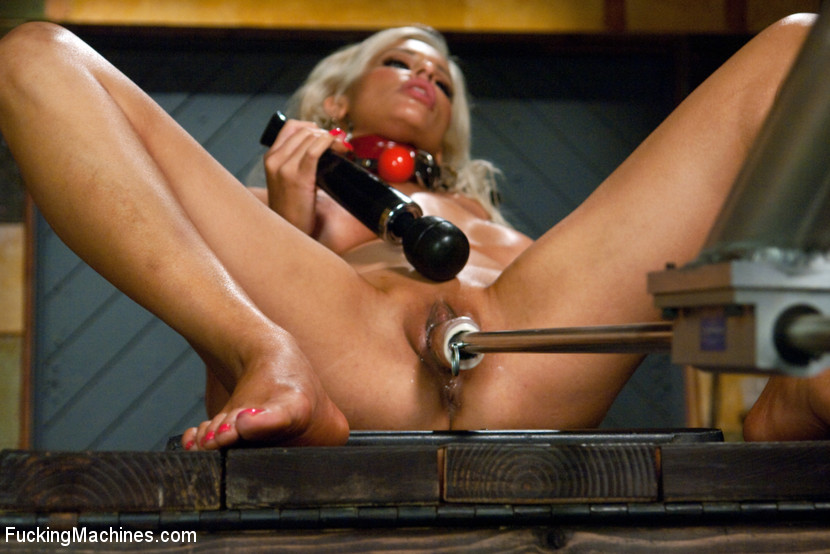 Horny babe drills her wet pussy real good u - XXX Dessert - Picture 11