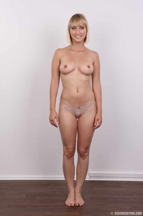 Short Hair Blonde Webcam
