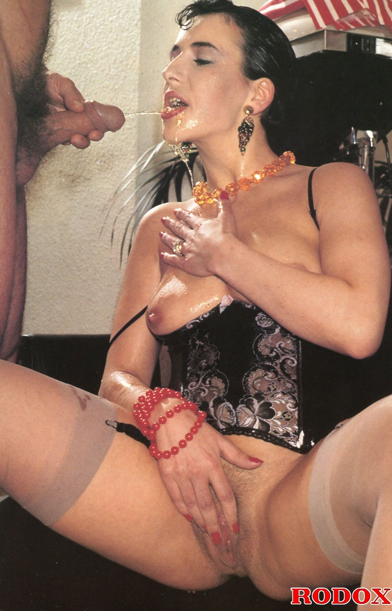 Retro Dude Pissing In Her Open Mouth And Fu - Xxx Dessert -7327
