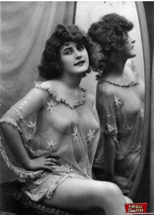 Vintage Naked Ladies Looking In et spejl i - Xxx Dessert-8386