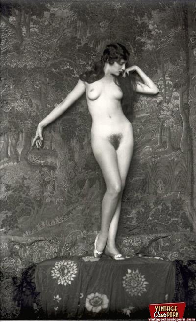 posing Sexy beautiful nude women