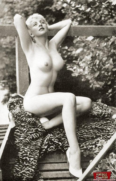 Naked Nude Pinup Thumbnails Photos