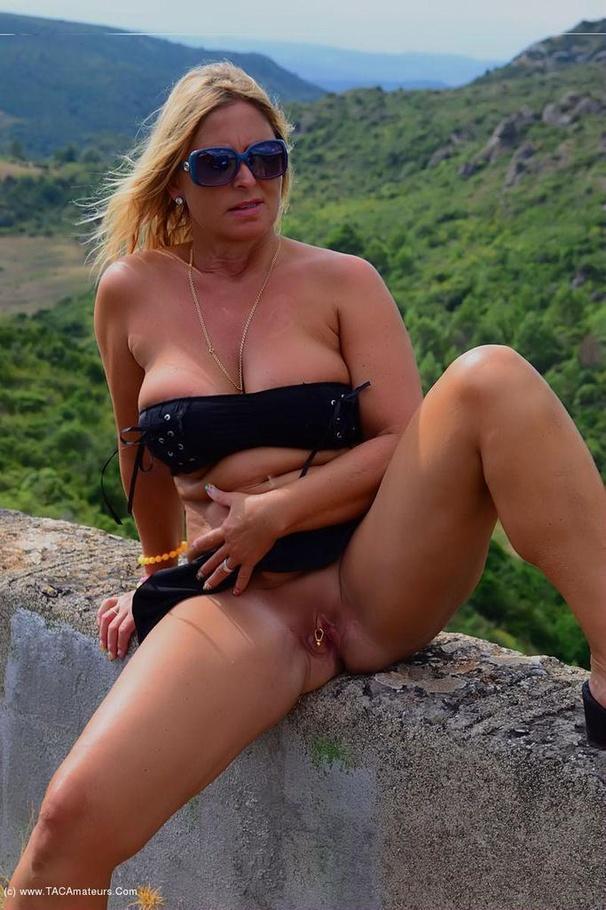 Curvy Nude Chrissy From Europe - YOUX.XXX