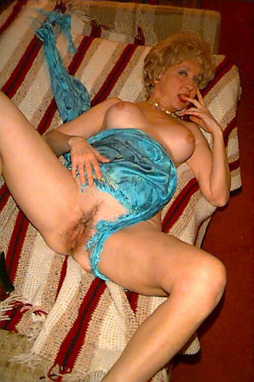 Naughty granny carol is hungry for some really dirty fucking 4