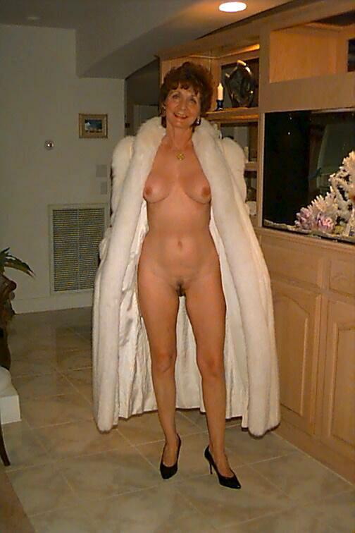 Classy english mature in red stockings queens guy 4