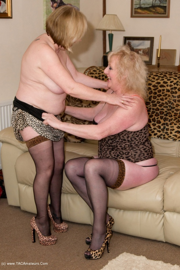 Lesbian granny licking and getting licked 7