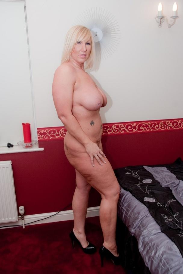 Big tits amateur girl masturbation on webcam 3