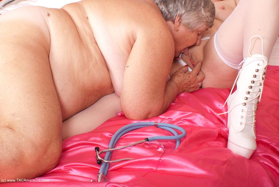 Dormir tetas grandes sexo