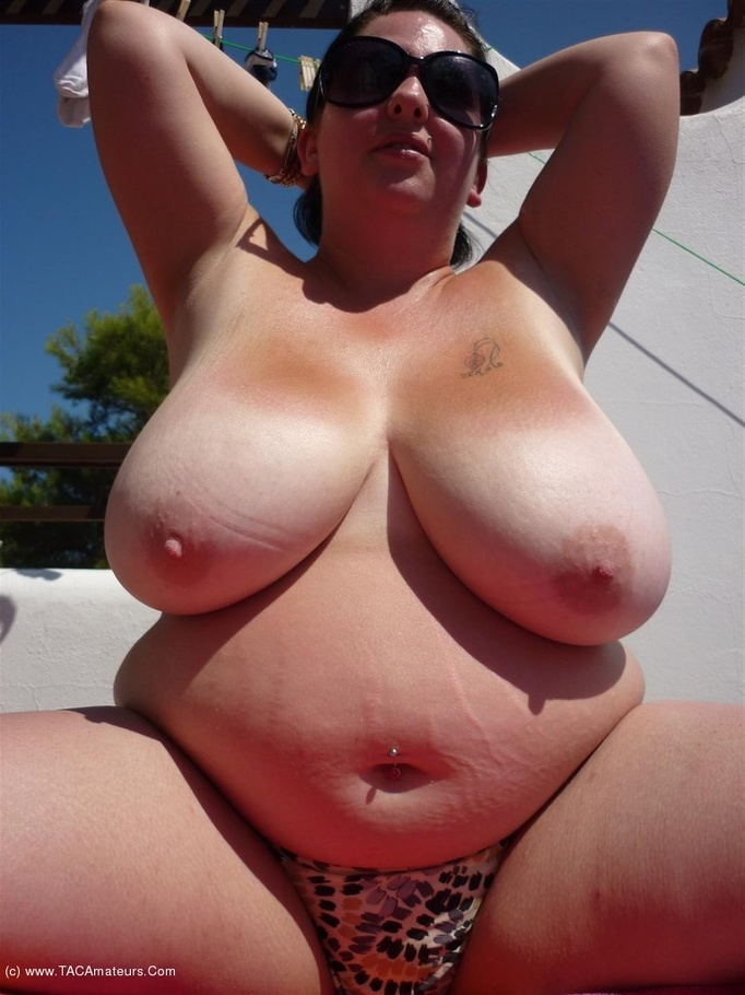 image Curvy amateur milf is bush glazed