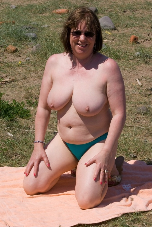cougar speedy bee from united kingdom playing on the