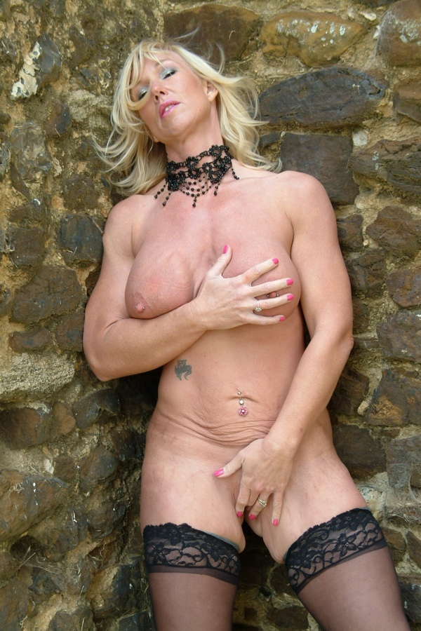 Cougar Exhibitionist Melody From United Kingdom - YOUX.XXX
