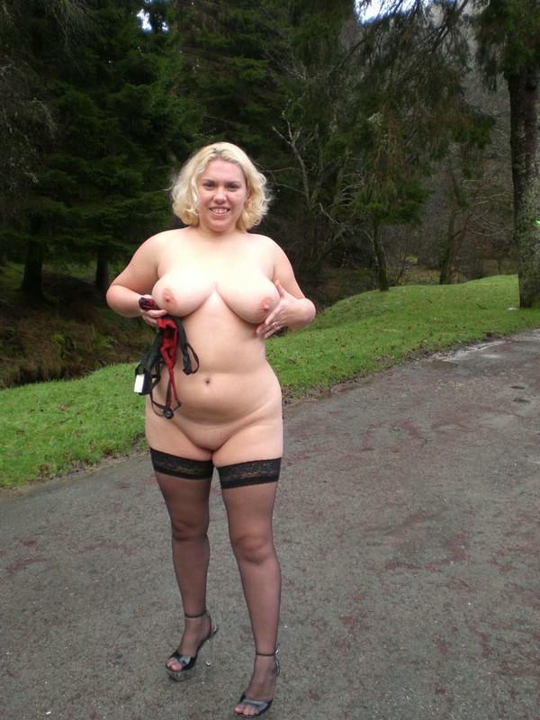 Flawless nude ebony girl