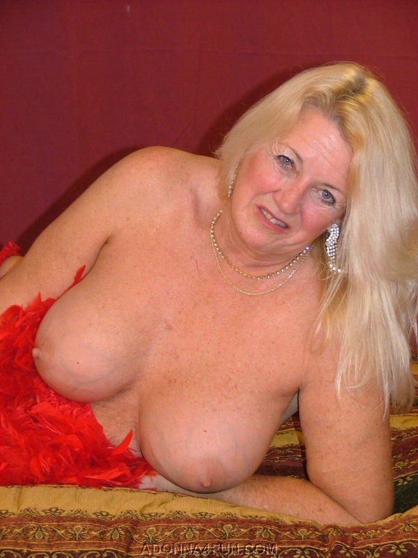 Mature lady and the sales guy - 3 8