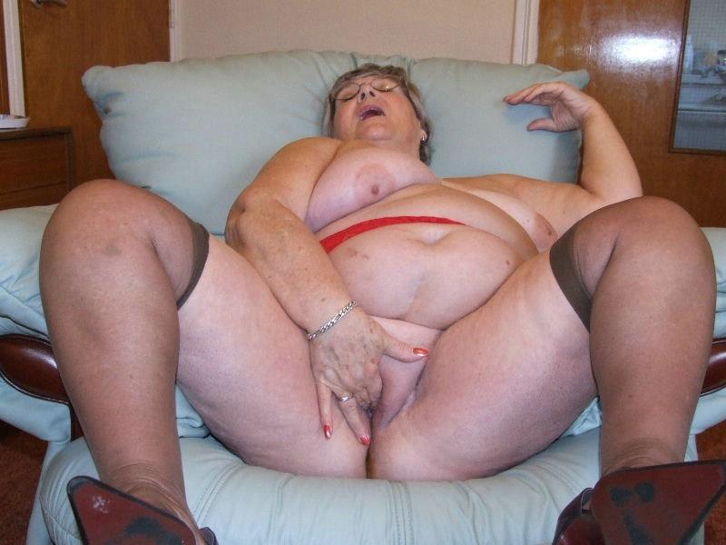 chubby sex nana striptease