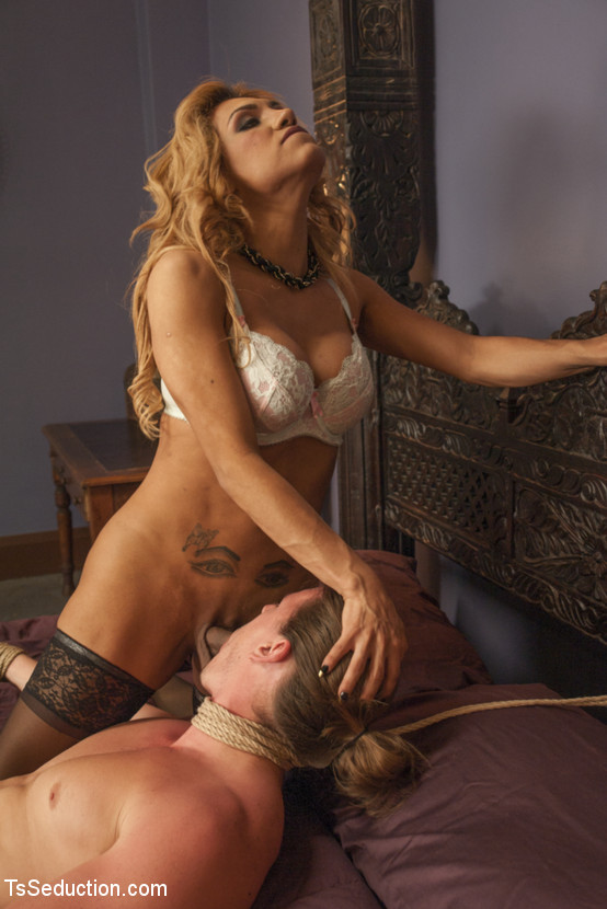 Attractive Jessy Dubai Nude Images