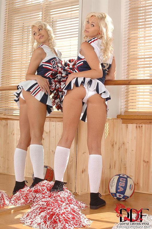 Cheerleader Nude blonde