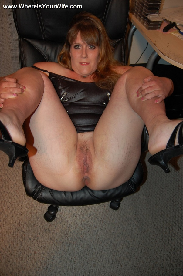 Hot smoking curvy cougar leather gloves jerk and suck 9