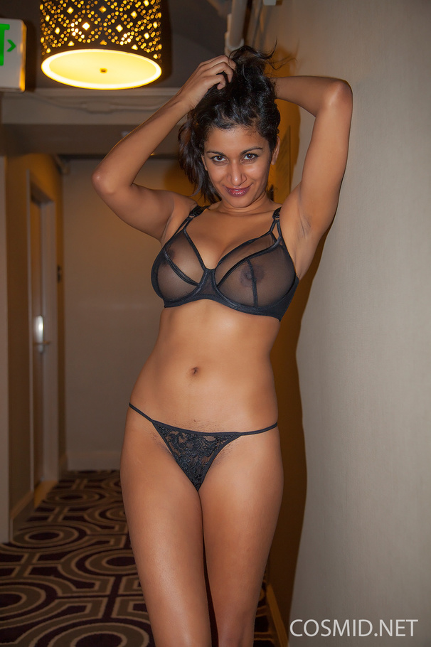indian hot escorts bra