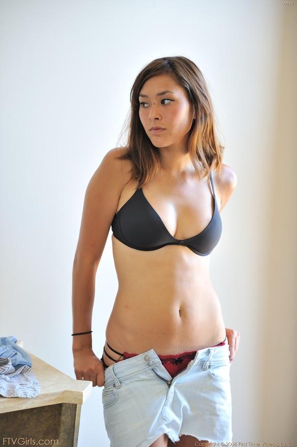 Naked wet vulva women