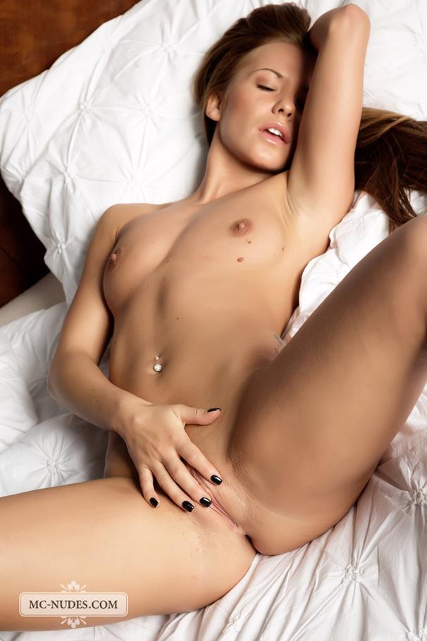 Car naked girls