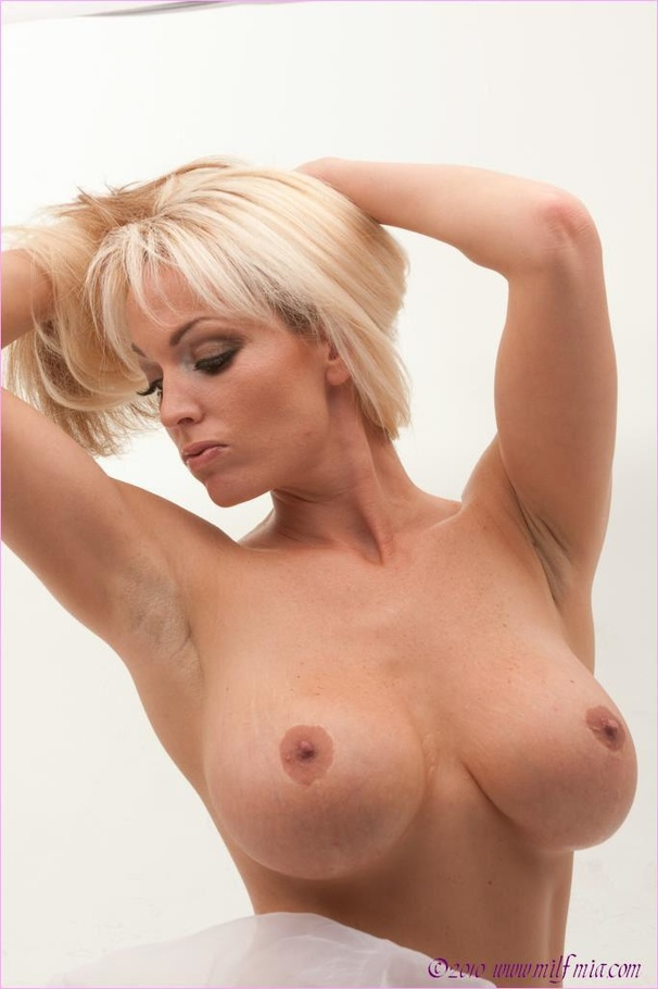 Mia blonde milf picture gallery